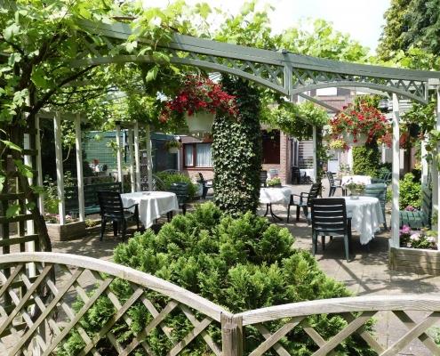 Het terras van Hotel Bergrust. Een heerlijke plek.